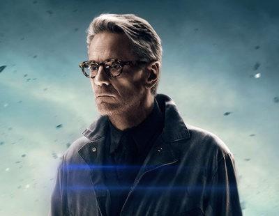 Jeremy Irons está abochornado por 'Batman V Superman' y esperanzado en el 'Batman' de Affleck